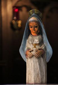 Diese Marienfigur aus Peru lassen die Patres aus dem Nikolauskloster von Haus zu Haus