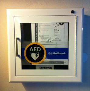 In der Neusser Marienkirche hängt bereits ein Defibrillator.