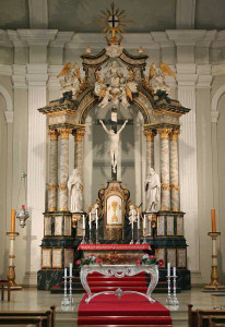 Der Altar der Deutschordens-Kirche St. Stephanus in Elsen.