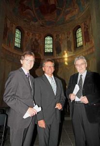 In der Basilika: Dezernent Mankowsky, Landrat Petrauschke und Pater Reetz.