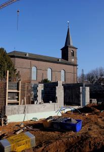 Neben St. Martinus haben die Arbeiten für ein modernes Altenheim begonnen. Foto: TZ