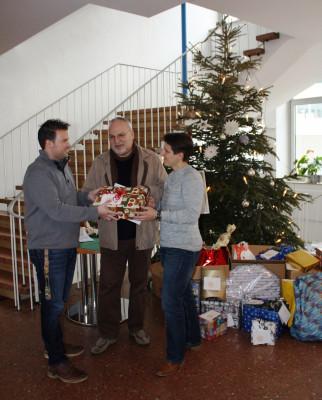 Zu Weihnachten an die denken, die wenig haben: Mitarbeiter der St. Augustinus-Kliniken beschenkten Wohnungslose