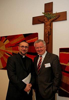 Cornel Hüsch (rechts), der Vorsitzende des Kreiskatholikenrats, begrüßte den Kölner Generalvikar Dr. Stefan Heße.