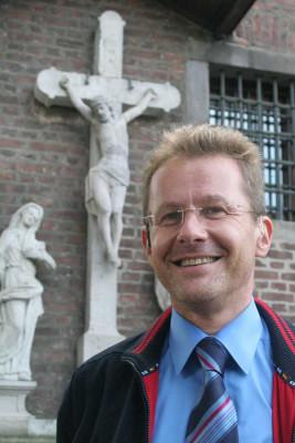 Pfarrer Koltermann führt ins Johannes-Evangelium ein. Foto: TZ