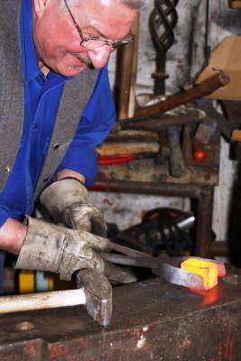 In Knechtstedens alter Schmiede wird wieder gearbeitet.