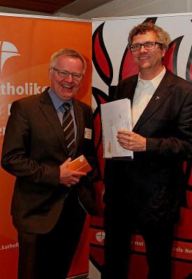 Cornel Hüsch (links) wurde in Büderich von Pfarrer Michael Berning begrüßt. Foto: TZ