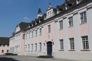 Rund um ihr Kloster in Knechtsteden wünschen sich die Spiritaner eine Aufwertung des Geländes. Foto: TZ