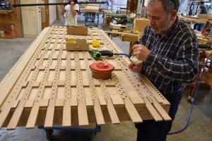 Detailarbeit: In Hellenthal wird Hülchraths neue Orgel angefertigt. Foto: Orgelbauverein
