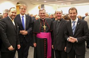 Ökumenischer Neujahrsempfang  (von links): Walter Pesch, Pfarrer Engels, Weihbischof Schwaderlapp, Kreisdechant Assmann und Pfarrer Appelfeller.