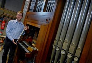 Carsten Wüster freut sich über die Instandsetzung der Orgel. Foto: TZ