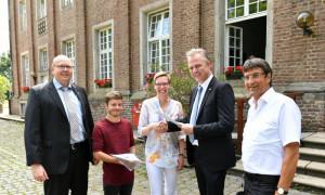 Rahmenvereinbarung für die Seniorengemeinschaft St. Andreas unterzeichnet (von links): Marcus Mertens, Sven Schröter, Jutta Piehler, Dirk Brügge und Alois Seimetz.