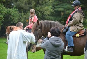 Pater Felix segnet am 4. Oktober wieder Tiere am Nikolauskloster.