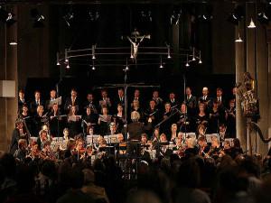 Chor und Orchester in der Knechtstedener Basilika.