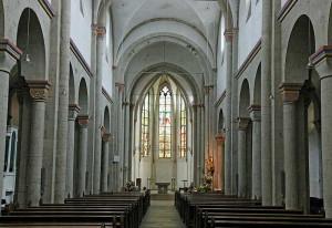 Bald rücken die Gerüstbauer an zur romanischen Basilika. Foto: TZ