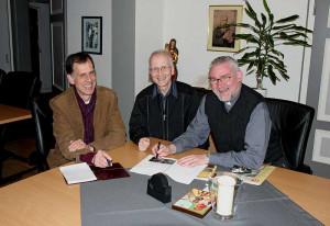 Sie leiten das Chorhaus (von links): Kantor Herbertz, Kirchenmusiker Bremm und Pfarrer Stelten. Foto: TZ