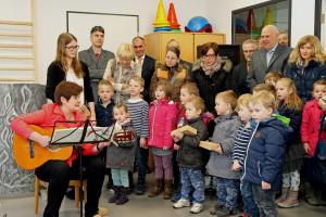 Auch die Kinder waren bei der Eröffnung mit Feuereifer dabei. Foto: TZ