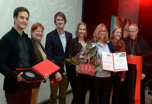 Von links: Steffen Jendrny, Angelika Rüttgers, Niklas-Max Thönneßen, Rosalie Ulrich, Annika Ulrich, Julia Jendrny und Kardinal Meisner.