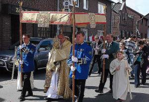 Fronleichnam gehen die Grevenbroicher Katholiken wieder gemeinsam zur Prozession.