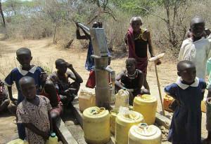 Die von Spiritanern gebauten Wassertanks sind leer.