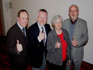 Daumen hoch für die Kirche: Der neue Vorstand. Foto: TZ