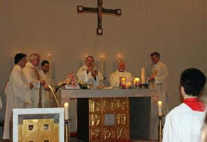 Pfarrer Kurre (Vierter von links) feierte sein Priesterjubiläum.