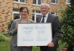 Zertifiziert: Hausleiterin Barbara Kron und Geschäftsbereichsleiter Roland Niles.