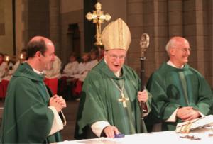 Erzbischof Joachim Kardinal Meisner (Mitte) mit Msgr. Guido Assmann (links) und Msgr. Winfried Auel