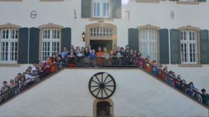 Die MINISEGEN-Gruppe vor dem Schullandheim.