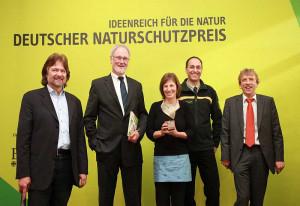 Naturschutzpreis entgegengenommen: Hans Scholten (Zweiter von links).