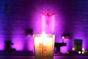 Licht, Lieder und Lesungen – Nacht der offenen Kirchen lockte viele Besucher an