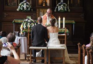 Im Nikolauskloster werden Brautleute nach der Trauung nicht allein gelassen.