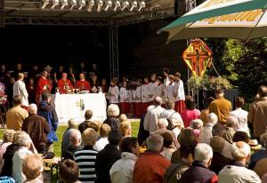 Drei Open-Air-Gottesdienste prägen das Pfingstfest im Nikolauskloster.