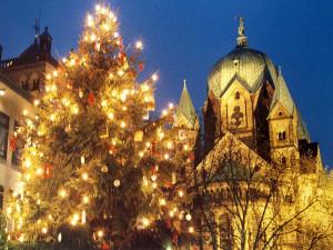 Advent an der Neusser Basilika St. Quirin. Foto: TZ