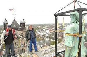 Quirinus-Statue saniert, Turm saniert: Das Neusser Münster erstrahlt im neuen Glanz. Das 20,5 Millionen Euro teure Projekt hat den Kirchenvorstand jahrzehntelang beschäftigt. Am Wochenende wird die Hälfte des Gremiums neu gewählt. Archivfoto: L. Berns