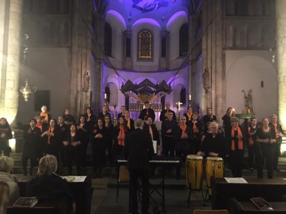 """Weihnachtskonzert in St. Aposteln: """"Good News"""" und """"Voice Appeal"""" aus Dormagen."""