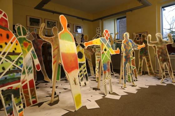 Kunterbunte Kunstwerke: Diese Ausstellung ist im katholischen Raphaelshaus zu sehen.