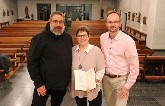 """Vorfreude auf die """"WortGottesFeiern"""" (von links): Pfarrer Michael Tewes, Michaela Scheufeld und Guido Riedel."""