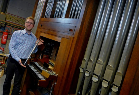 Carsten Wüster an der Orgel von St. Briktius. Foto: TZ