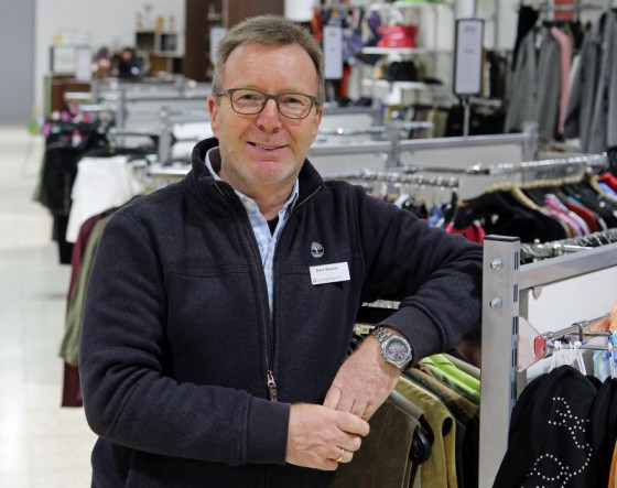 Umzug gelungen: Einrichtungsleiter Dieter Busch im Caritas-Kaufhaus Grevenbroich. Foto: TZ