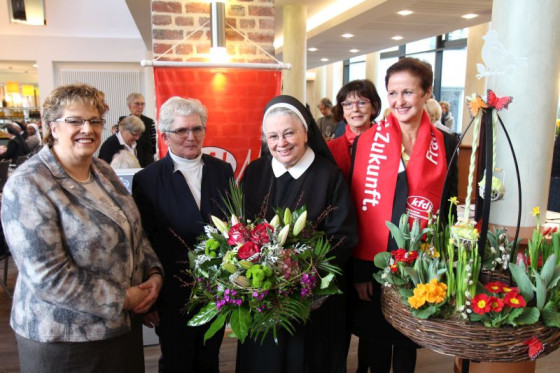 Frauen des Jahres geehrt (von links): Renate Krings, Anneli Drexler, Schwester Praxedis, Magda Hoer und Petra Indenhuck.