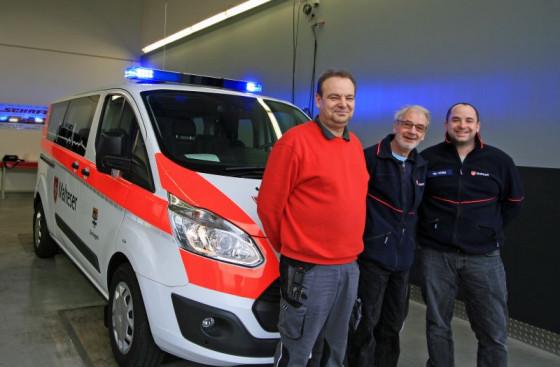 Neuer Wagen (von links): Martin Schäfer sowie die MHD-Helfer Günter Peters und Martin Peters.