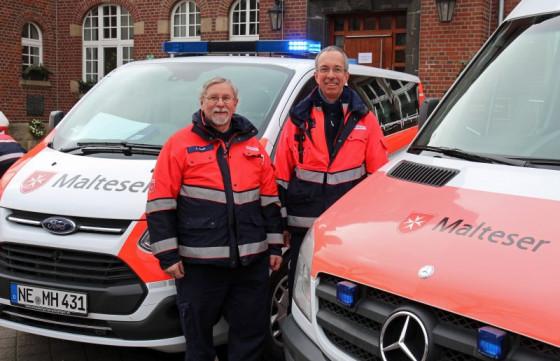 Freude über das 50-jährige Bestehen der Malteser in Dormagen: Carlo Hahn (links) und Dirk Büttgen. Foto: TZ