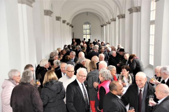 Empfang im Kreuzgang: die Freunde und Förderer des Missionshauses Knechtsteden.