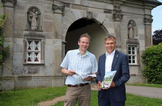 Johannes Gillrath (rechts) und Georg Molitor stärken die Schulpastoral am Knechtstedener Gymnasium. Foto: TZ