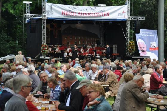 Menschenmassen strömten Pfingsten jedes Jahr zum Nikolauskloster.
