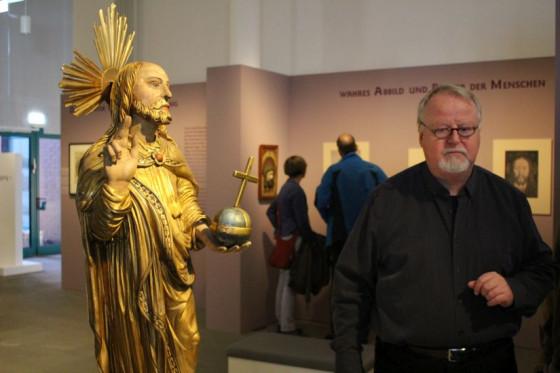 Bei der Ausstellung in Duisburg: der Salvator und Pfarrgemeinderatsvorsitzender Reiner Kissels.