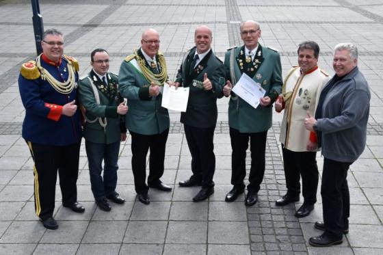 Auch Präses und Bürgermeister unterstützen die Gindorfer Bewerbung um den Bundesköniginnentag.