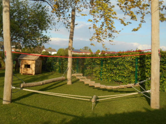 Die Außenspielanlage der Kita St. Maternus in Sinsteden wartet auf tobende Kinder.