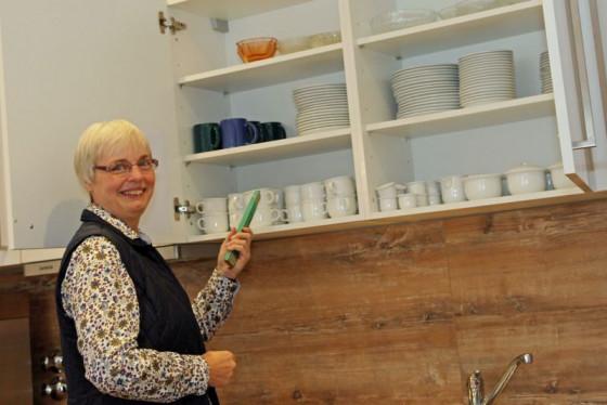 Den Zollstock stets dabei: Marion Schröer, Caritas-Wohnberaterin in Neuss, gibt Tipps für die eigenen vier Wände. Foto: TZ