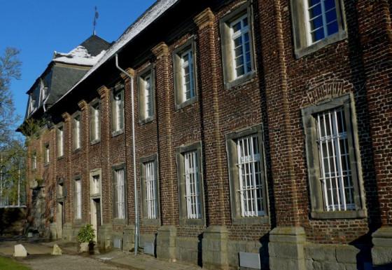 Seit 110 Jahren Heimat der Oblaten: das Nikolauskloster. Foto: TZ